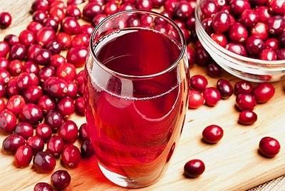 Чем полезен сок клюквы