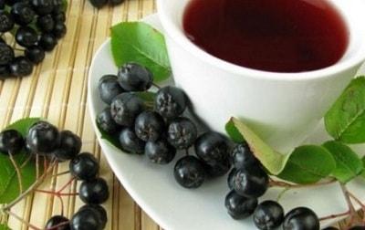 Домашняя настойка черноплодной рябины