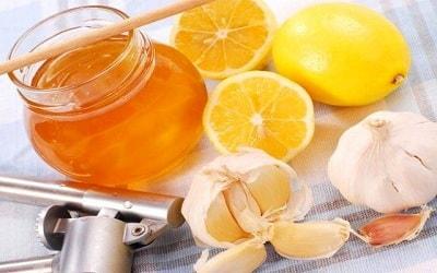 Приготовление лимона с чесноком