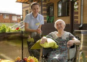 Как выбрать частный пансионат для пожилых людей?