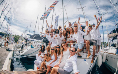 Аренда яхты: не только поводотдохнуть на море, но и организовать любое торжество